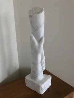 handen-witte-carara-marmor-2018-n.t.k.